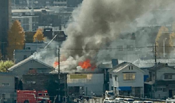 八王子市大和田町の建物で火事の画像
