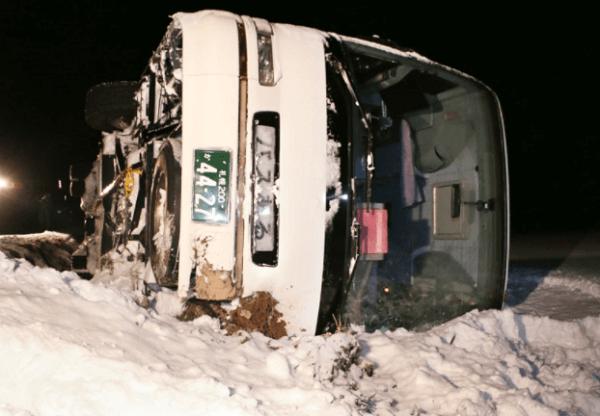 北海道上富良野町で観光バスの横転事故の画像
