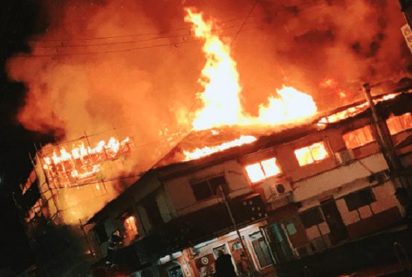 門真市幸福町で火事が起きている現場の画像
