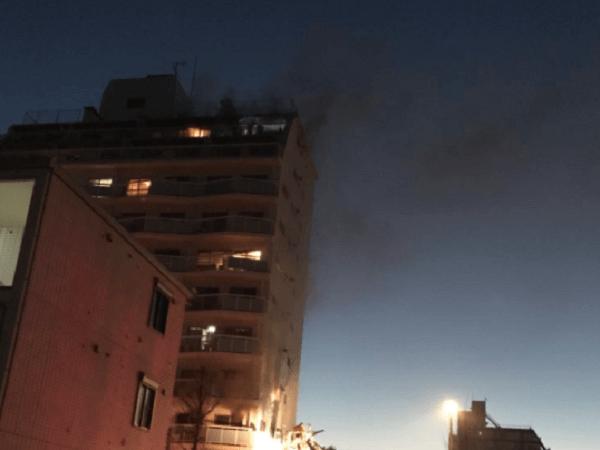 吉祥寺駅前のマンションで火事の現場の画像