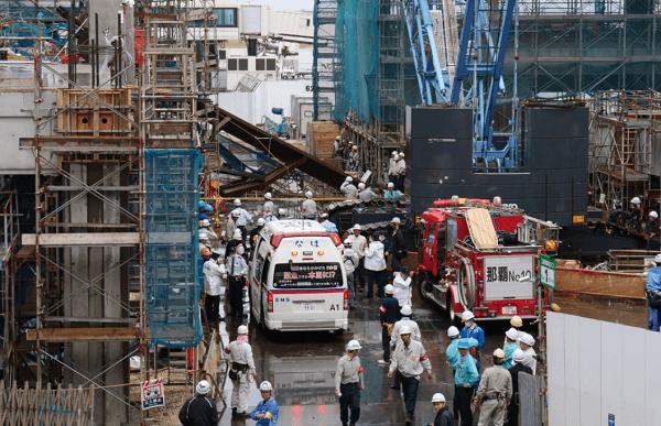 那覇空港で足場の崩壊事故で作業員が死亡した現場の画像