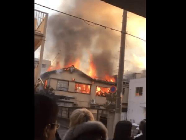 杉並区和田で住宅の火事の現場の画像