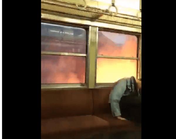 三岐鉄道で電車の車両が炎上する動画のキャプチャ画像