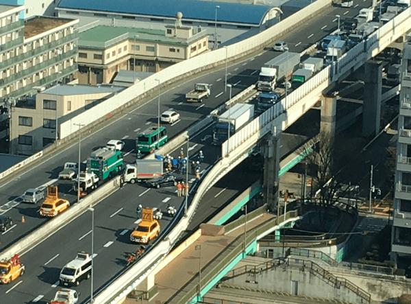 首都高9号線の箱崎JCT付近で衝突事故の画像