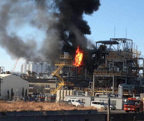 昭和電工で爆発を伴う火事の現場の画像