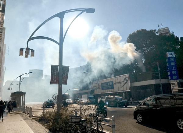 台東区上野公園の京成上野駅で火事の現場の画像