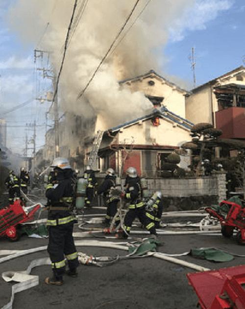 守口市梶町の住宅で火事の現場の画像