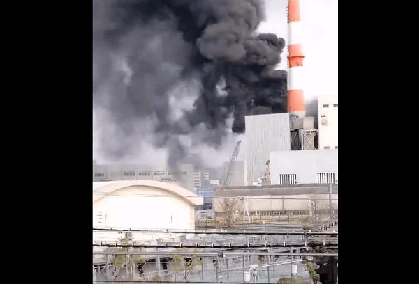 大阪市城東区の京橋駅付近で大規模な火事の現場の画像