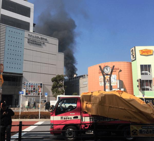 南千住駅付近で起きている火事の現場の画像