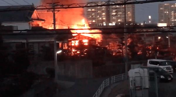 新宮町大字上府で火事の現場の画像