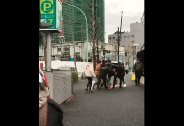Supreme渋谷店で乱闘の現場の画像