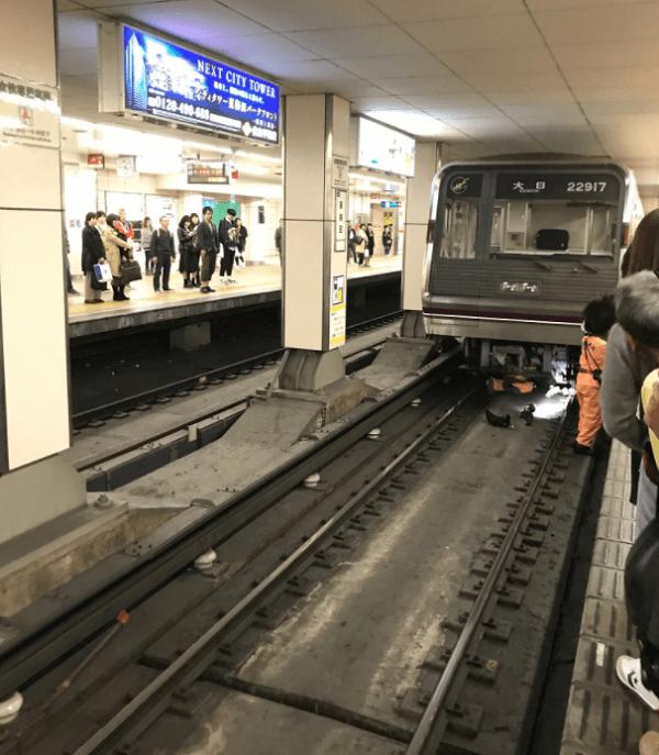 谷町線の東梅田駅で人身事故の現場の画像