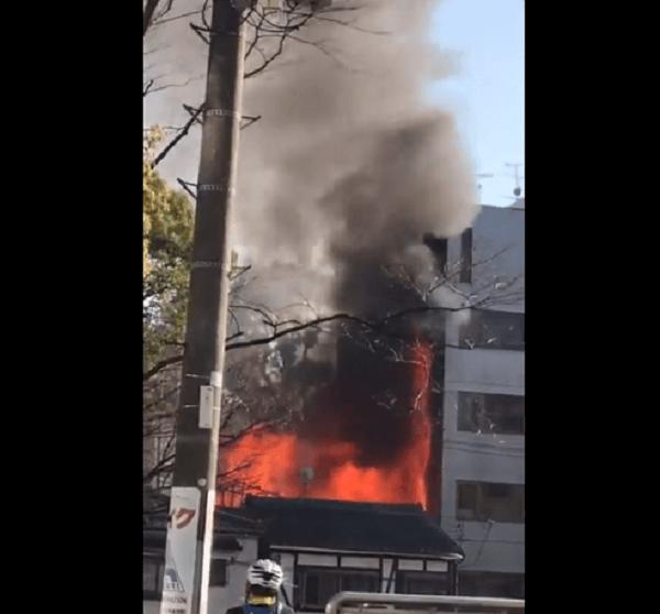 堀越神社付近で起きている火事の現場の画像