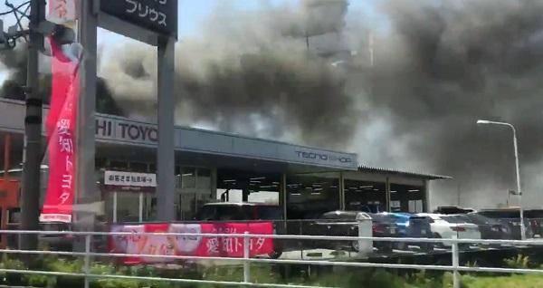 豊田市若林西町・トヨタ紡織の堤工場で発生している火事現場の写真画像
