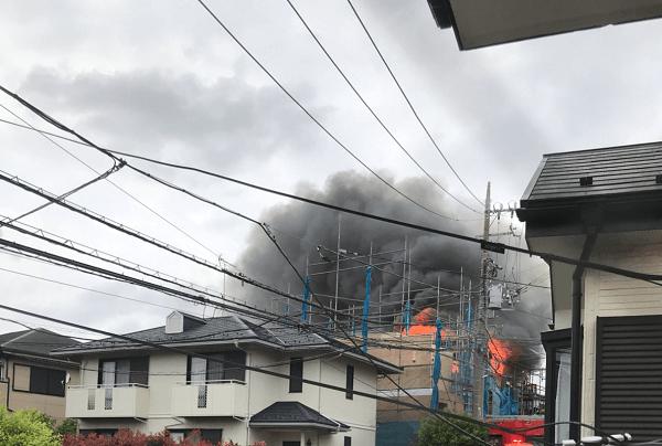 横浜市緑区の鴨居駅付近で火事の現場の画像