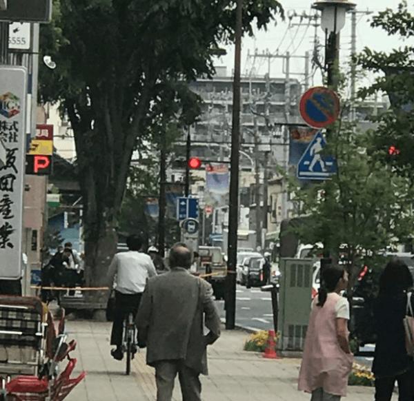 志木市本町の郵便局付近に不審物の現場の画像