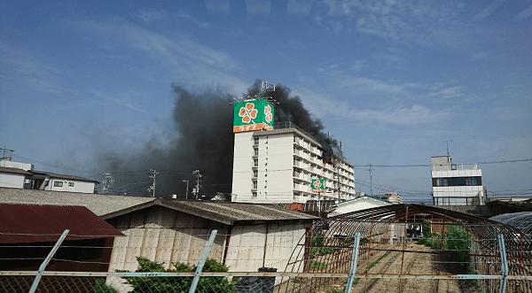 忠岡駅前のマンションで火事の現場の画像