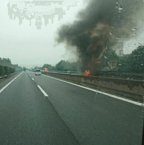 西名阪の法隆寺ICで車両火災のTwitter画像