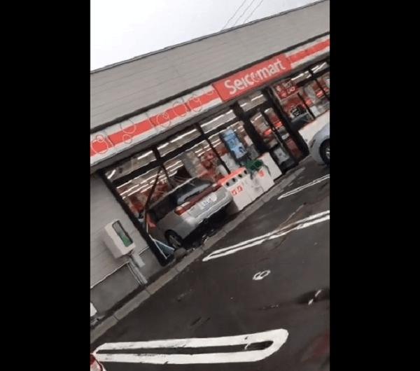 函館市赤川町のセコマで事故の現場画像