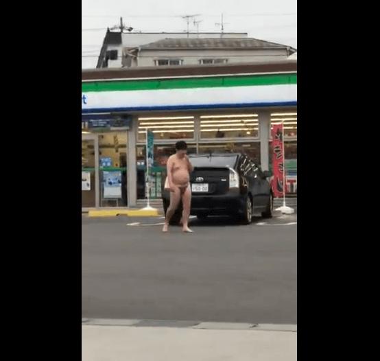 知多市のファミマに全裸男出没事件の動画のキャプチャ画像
