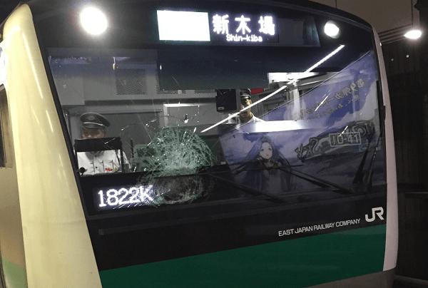 埼京線・新宿駅の人身事故で電車のガラス破損の画像