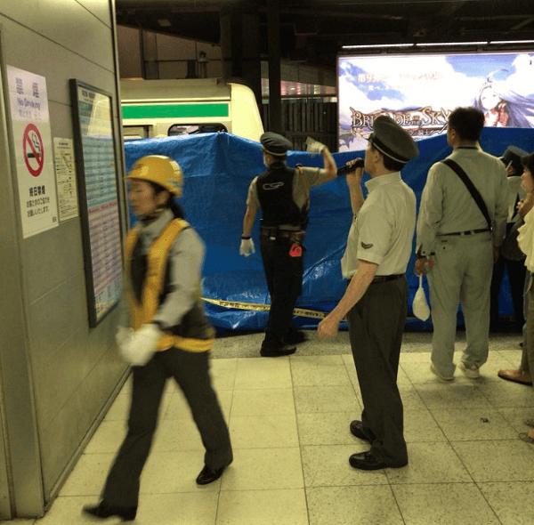 新宿駅で人身事故の現場の画像
