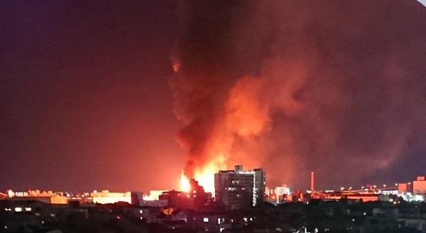大阪の西成・住之江付近で発生した工場火災の爆発現場写真画像