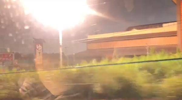 八王子の雷雨で電柱から火花が散っている現場の写真画像