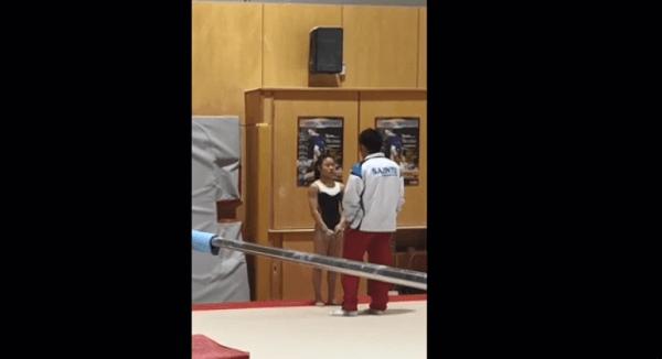 速水コーチが宮川選手に平手打ちする動画のキャプチャ画像