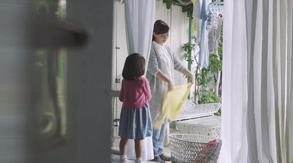ユニバーサルホームCM「ちょっと待ってね」篇の動画のキャプチャ画像