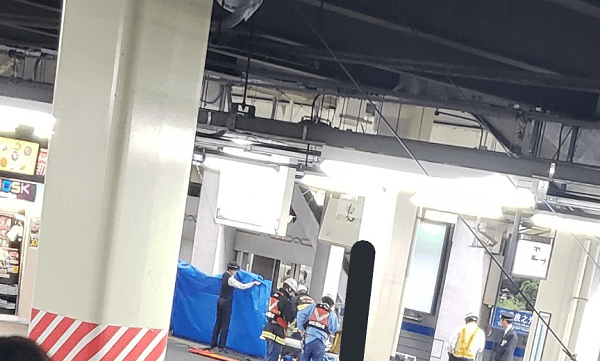 柏駅で人身事故の現場の画像
