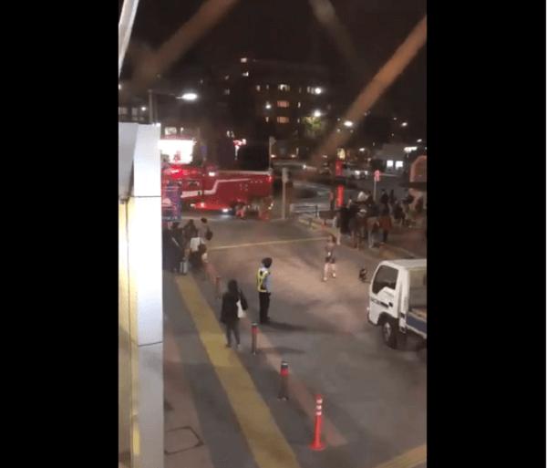 飛田給駅で人身事故の現場の画像