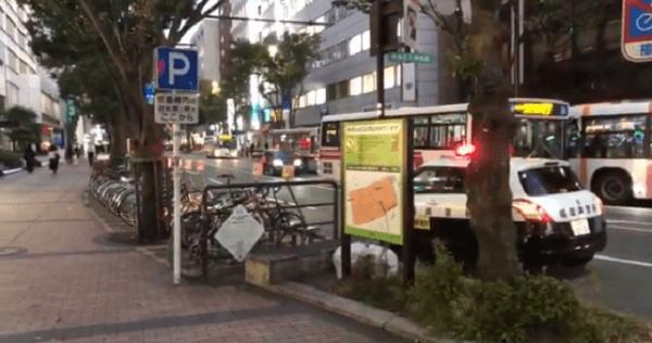 天神の明治通りで交通事故が起きた現場の画像