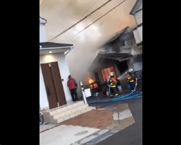 神戸市東灘区御影本町の住宅で火事の現場の画像