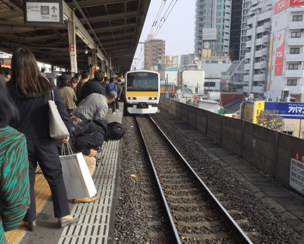 総武線の小岩駅で人身事故の現場画像