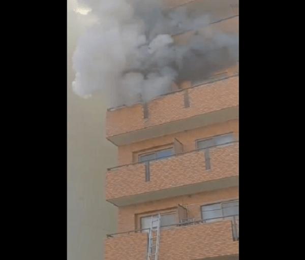 横浜市鶴見区鶴見中央のマンションで火事の動画のキャプチャ画像