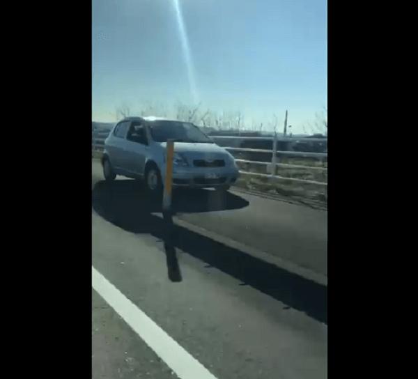 延岡市無鹿町の国道388号の歩道を車が暴走する動画のキャプチャ画像