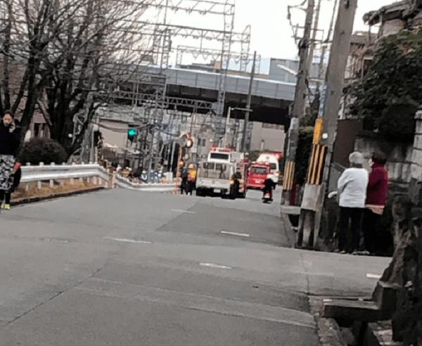 近鉄大阪線・下田駅付近の踏切で人身事故の現場画像