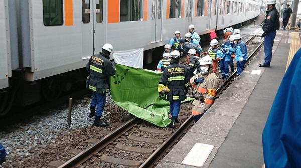 東武東上線の下赤塚駅の人身事故で救護活動している現場画像