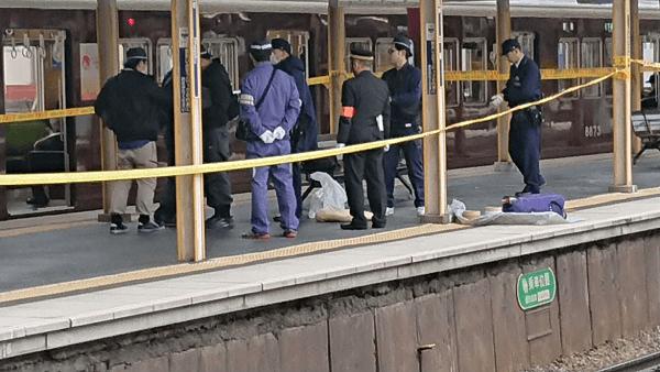 阪急京都線の正雀駅の人身事故で現場検証している画像