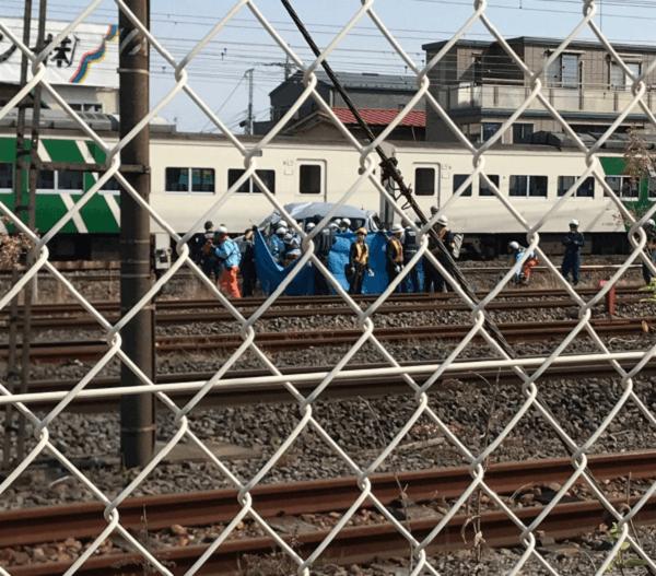 東海道線で踏切事故 平塚駅で電車と車が衝突し男性死亡 自殺の ...