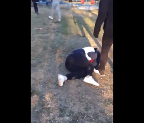 伊藤雷登の暴力動画のキャプチャ画像