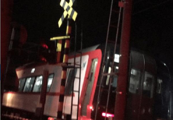 名鉄犬山線の江南駅~柏森駅間の人身事故で電車が止まっている現場の画像