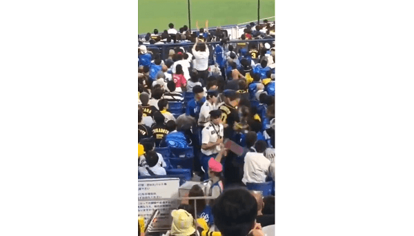 ヤジを飛ばされ激怒した阪神ファンの男が子供を投げる事件現場の画像