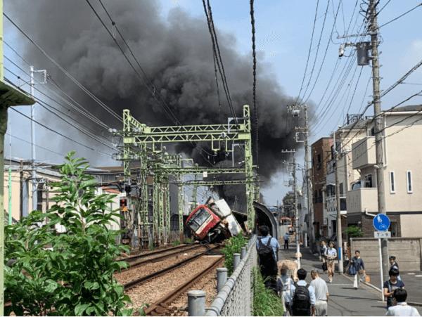 京急本線の神奈川新町駅~仲木戸駅間の踏切事故現場の画像