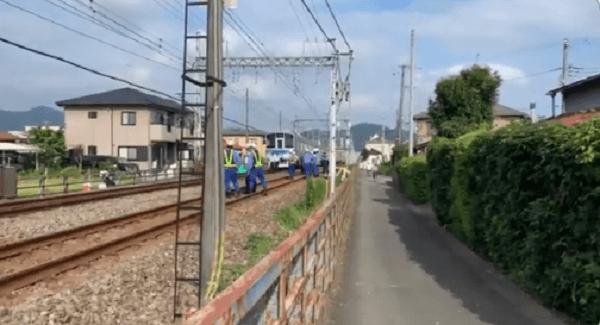 小田急小田原線の秦野駅~渋沢駅間の人身事故で現場検証している画像