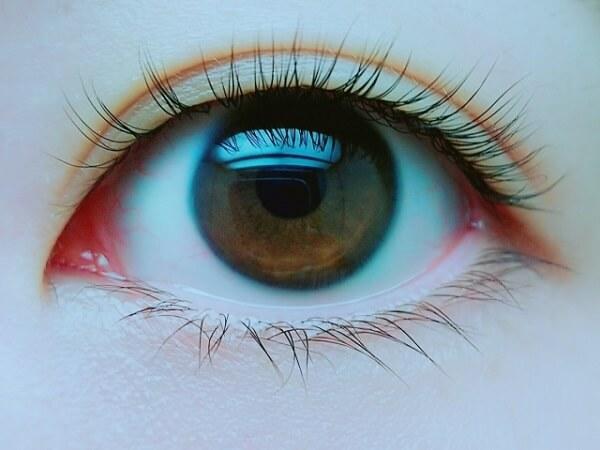 女性アイドルが瞳に映る景色でストーカーに住所特定されたニュースのイメージ画像