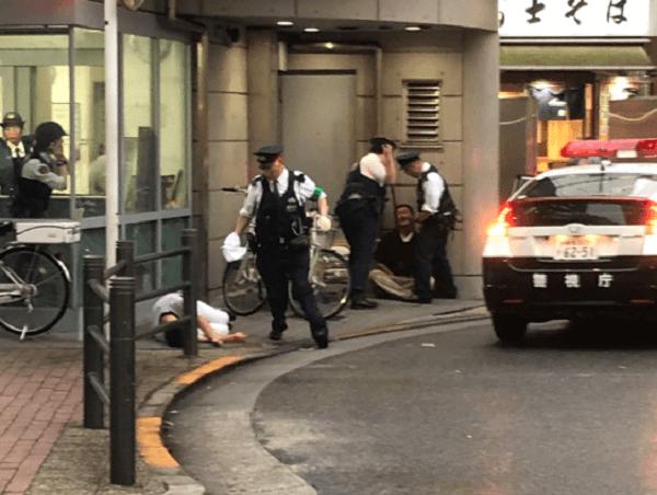 池袋駅西口交番前で男性が刃物で刺される殺人未遂事件の現場画像
