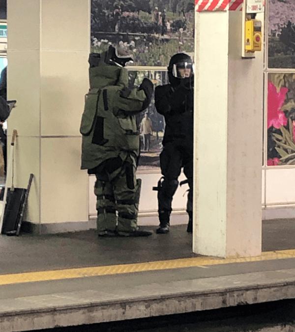 高崎線の上尾駅の不審物で爆発物処理班が出動している現場画像