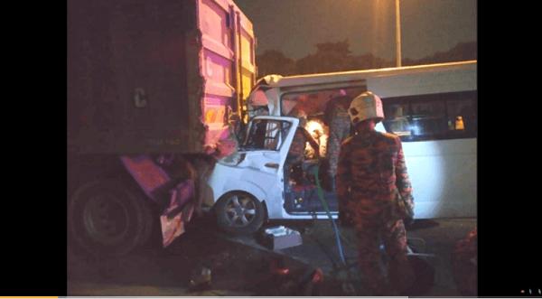 桃田選手ら乗せたワゴン車が追突事故を起こしたニュースのキャプチャ画像